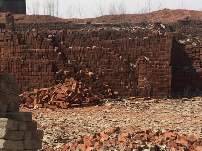 fabrique de briques - terra cota - au pied de l'himalaya